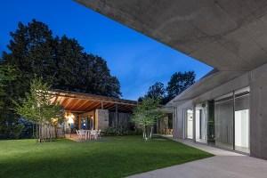 Ze staré stodoly v Kojetíně vznikl inspirativní rodinný dům, jehož moderní betonová přístavba se stala stavbou roku