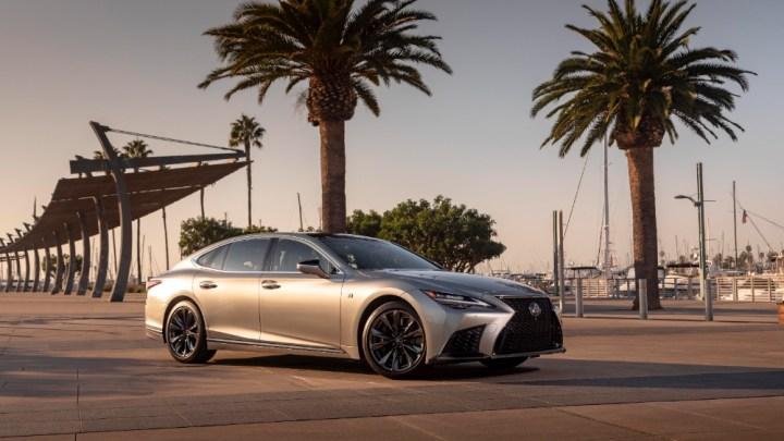 Jsou to drobné detaily, díky nimž je Lexus LS ještě pohodlnější