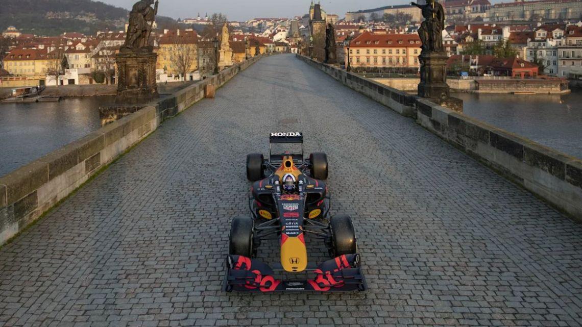 Formule 1 v metropolích: Češi se báli o Karlův most, Slováci o podvozek závodního vozu