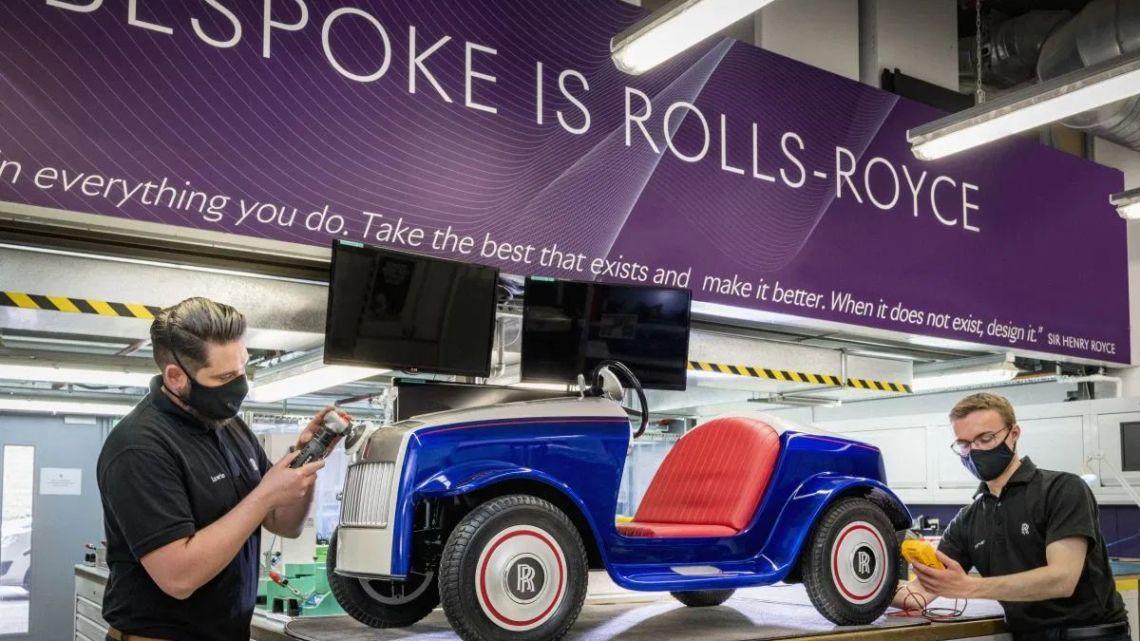 Rolls-Royce zdarma opravil jedno ze svých aut. Už po 10 000 ujetých metrech