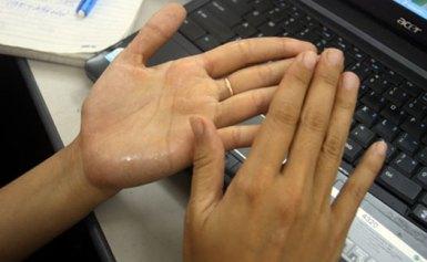 Mẹo chữa chứng ra mồ hôi tay