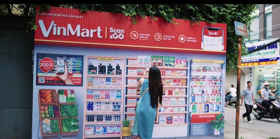 Vingroup ra mắt siêu thị ảo: Khách khỏi đến siêu thị, chỉ cần quét mã trên phố là hàng giao đến tận nhà