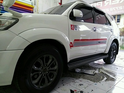 cutting stiker mobil terbaik | mangele sticker 081227722792 | striping fortuner