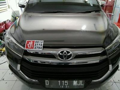 stiker-mobil-bandung-innova-kap-mesin-carbon-mangele