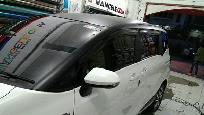 wrapping stiker mobil | Atap hitam doff Sienta Bandung | mangele stiker 081227722792