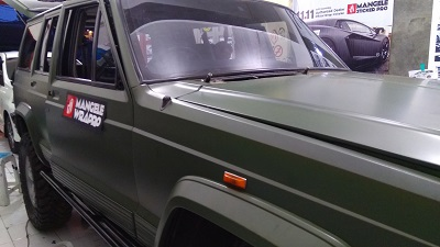 wrapping stiker mobil | Jeep Cherokee Nato Olive Oracal Premium | mangele stiker 081227722792