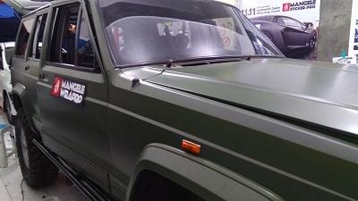 wrapping stiker mobil | Jeep Cherokee Nato Olive Oracal Premium | mangele stiker 081227722792