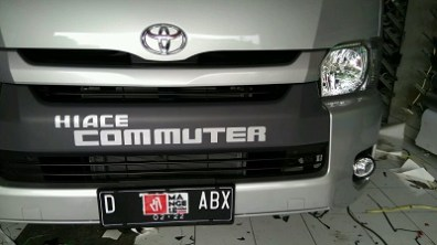 stiker-mobil-bandung-branding-hiace-commuter-mangele