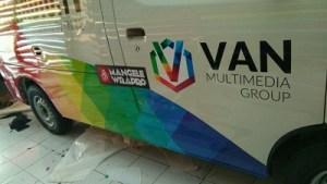 stiker-mobil-bandung-branding-van-radio-aceh-mangele