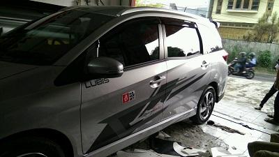 cutting stiker mobil | cutting mobilio di Bandung | mangele stiker 081227722792