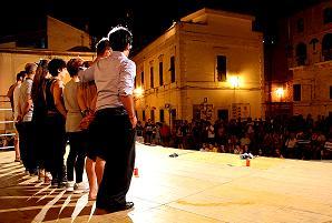 EtiVite_performance pittorico teatrale itinerante