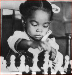 Petite fille noire avec des couettes