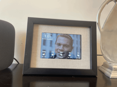 Digital photo frame display