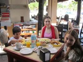 Aamiaisella ravintolassa