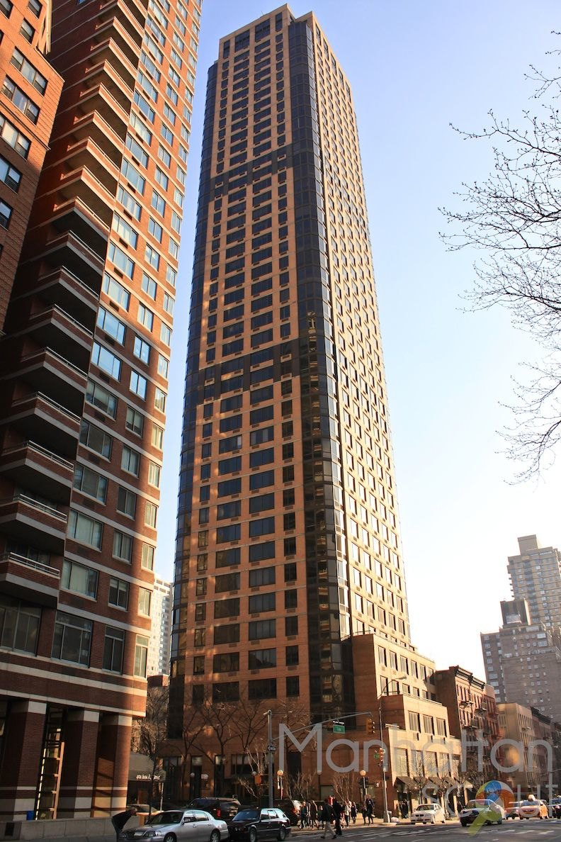 The Strathmore  400 East 84th St  NYC  Manhattan Scout
