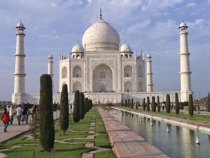 You know how in Despicable Me the bad guy steals all of the monuments and puts curtains in their places to fool people? Yeah, that's what the Taj Mahal looks like!