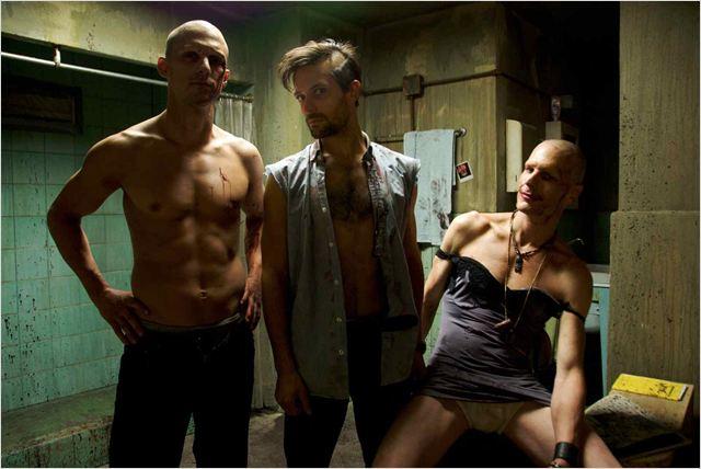 """O Abrigo (""""The Divide"""") - Um Filme Perturbador e Doentio sobre o Pior do Ser Humano  (6/6)"""