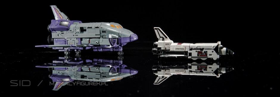 Transformers Astrotrain aka Chigurh by DX9 spacecraft mode