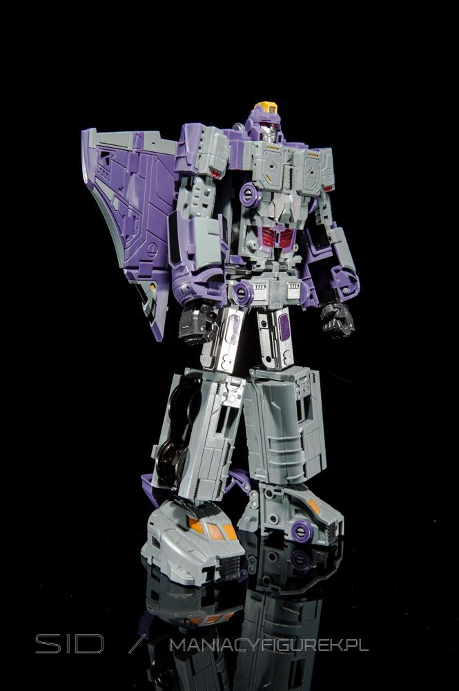 Transformers Astrotrain aka Chigurh by DX9 robot mode