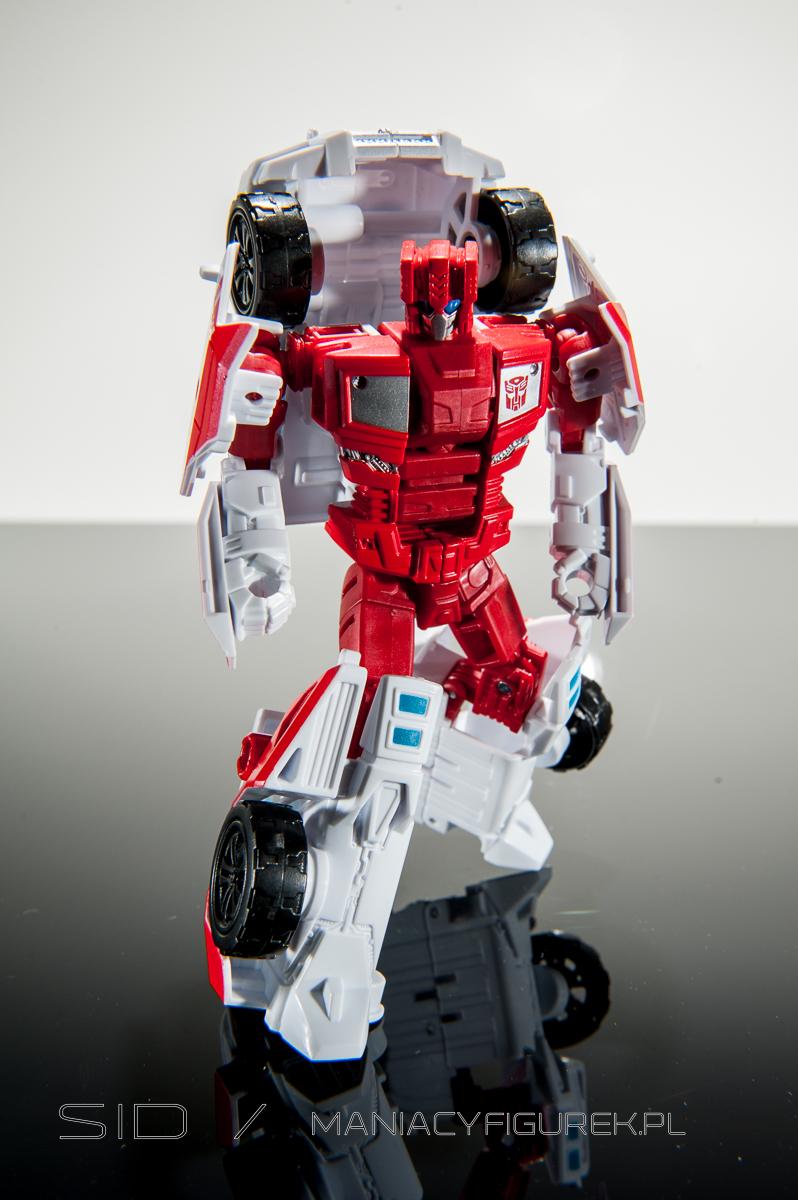 Combiner Wars First Aid robotmode
