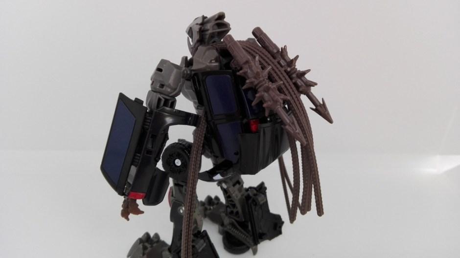 Transformers Studio Series Crowbar robot-weapon-storage-2