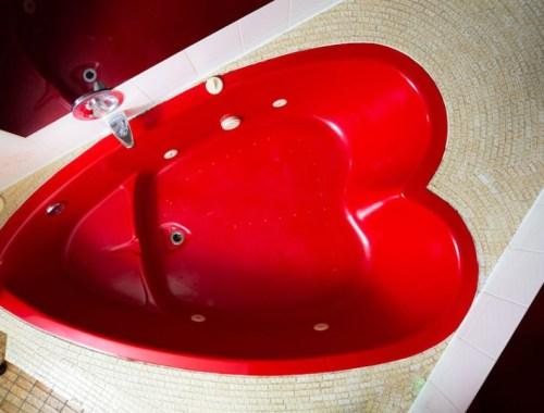 Heart Shaped Tub at the Rockwell Resort, Niagara Falls, Ontario