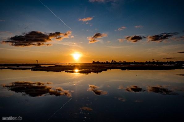 Sonnenuntergang über dem Bodden bei Zingst auf dem Darß .:. 3.11.2019