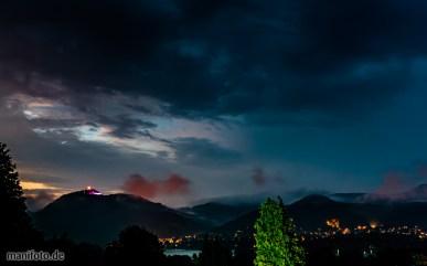 Juli 2016 .:. Die beleuchtete Drachenfelsruine über dem Rheintal
