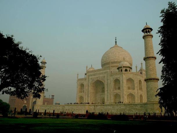 The temple of Taj Mahal in India. Rajastan maninio.com #Tajmahalindia #DelhiTajmahal