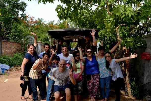 Volunteering team - Siem Reap  - #volunteerinasia #volunteerincambodia maninio.com