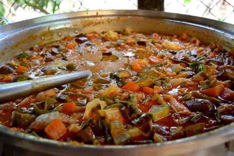 Cambodian soup cooking - #volunteerinasia #volunteerincambodia maninio.com