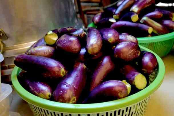 Fresh eggplants from Cambodian markets- #volunteerinasia #volunteerincambodia maninio.com