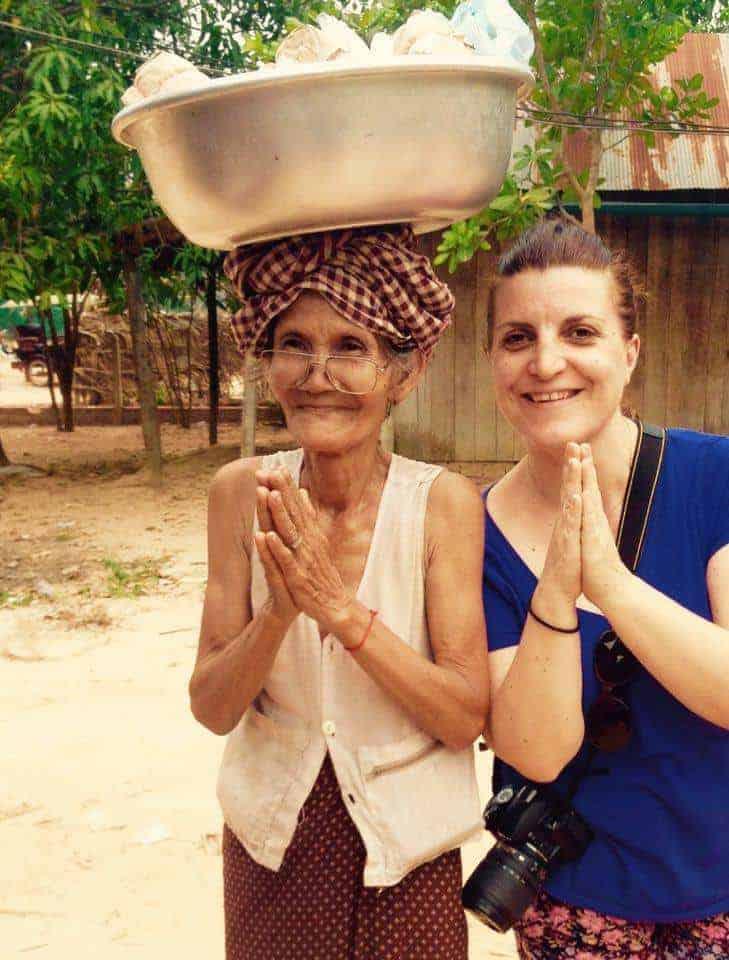 Volunteer for food with a village lady- #volunteerinasia #volunteerincambodia maninio.com