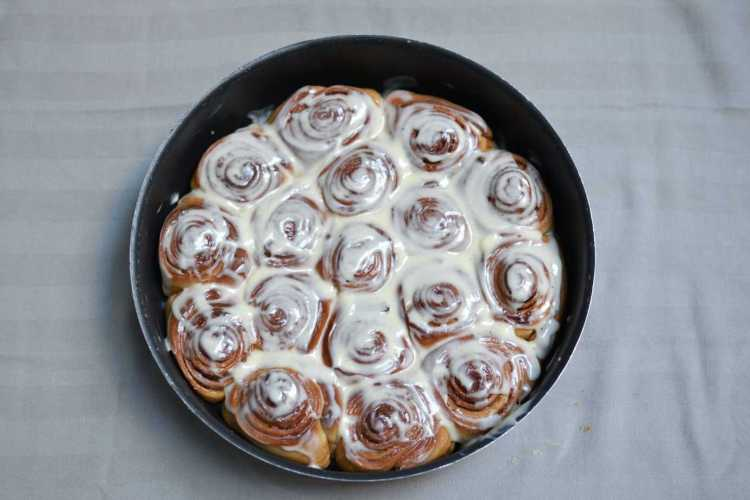 cinnabon - rolls - baked - cinnamon - cinnamontreats - maninio.com #cinnabonrolls #cinnamontreats