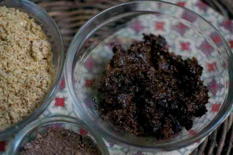 raw-chocolate-truffles_plums-paste