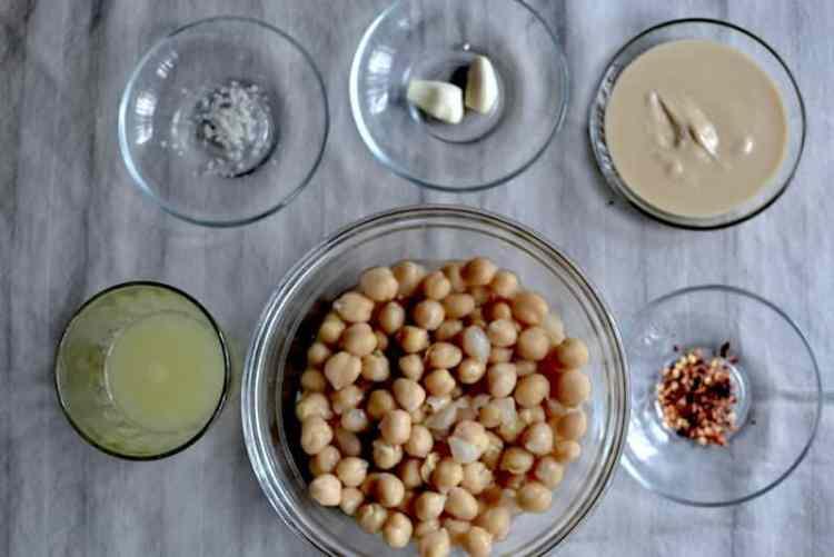 Υλικά για το Αραβικό Χούμους. maninio.com #αραβικόχούμους#χούμουςσυνταγή