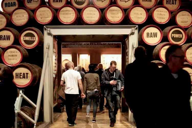 Guinness Ζυθοποιία - Βαρέλια κρασιού. maninio.com #visitireland #guinessexperience