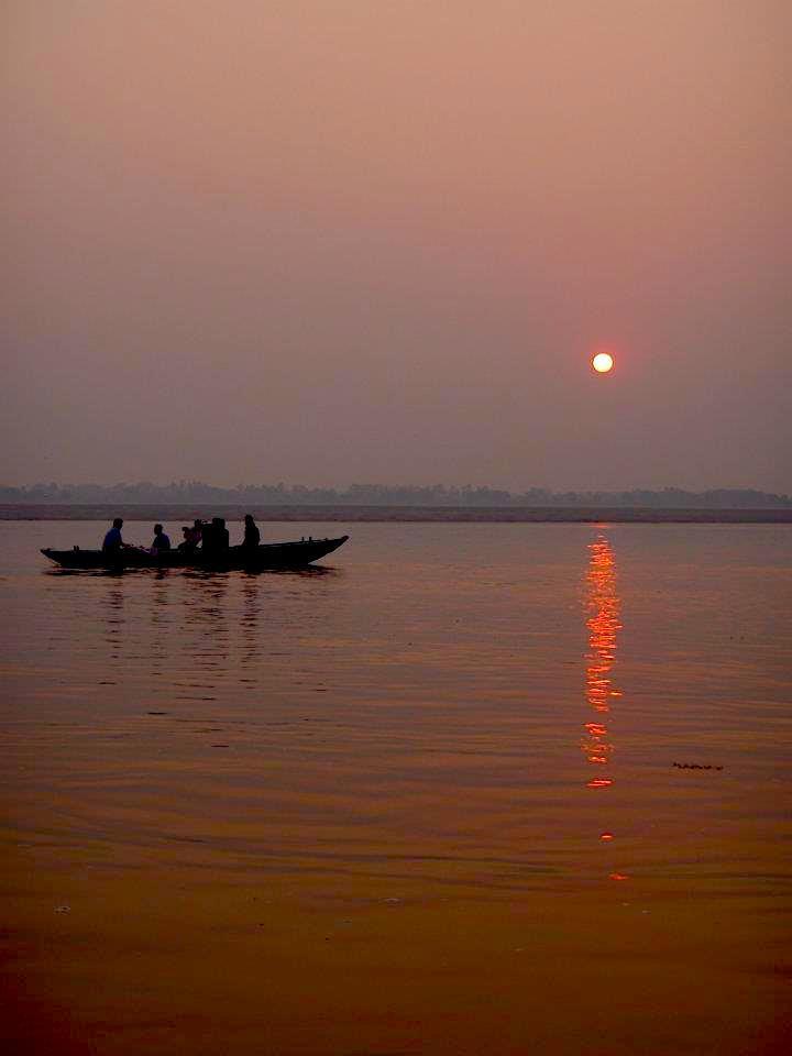 Βαρανάσι (Ινδία): Ηλιοβασίλεμα. maninio.com