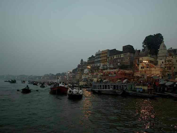 Best things to do in Varanasi, River boating. maninio.com