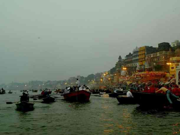 Best things to do In Varanasi in India. River Ganges. maninio.com