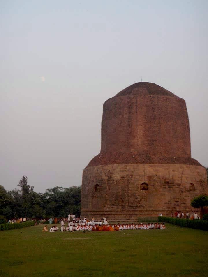 Βαρανάσι (Ινδία): Ανάμεσα στην ζωή & στον θάνατο. Ναός - Στούπα. maninio.com