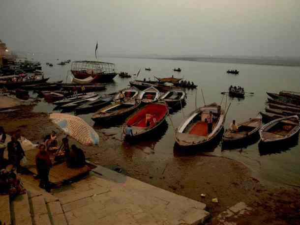 Varanasi (India): Between life & death - river boats, Best Things to Do. maninio.com