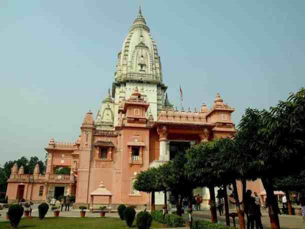 pink temple in varanasi, india. maninio.com