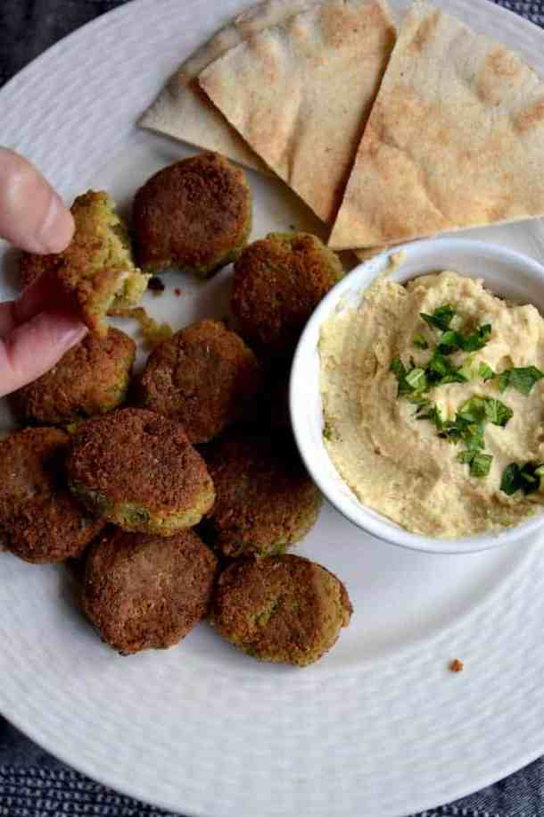 Serving the best Falafel with Chickpeas | Middle East.maninio.com