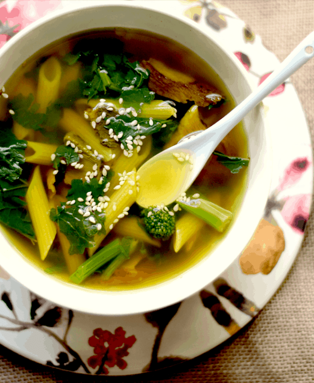 10 Healthy, Vegan Soup Ideas for Autumn and Winter - Tummy Healing soup for one. maninio.com