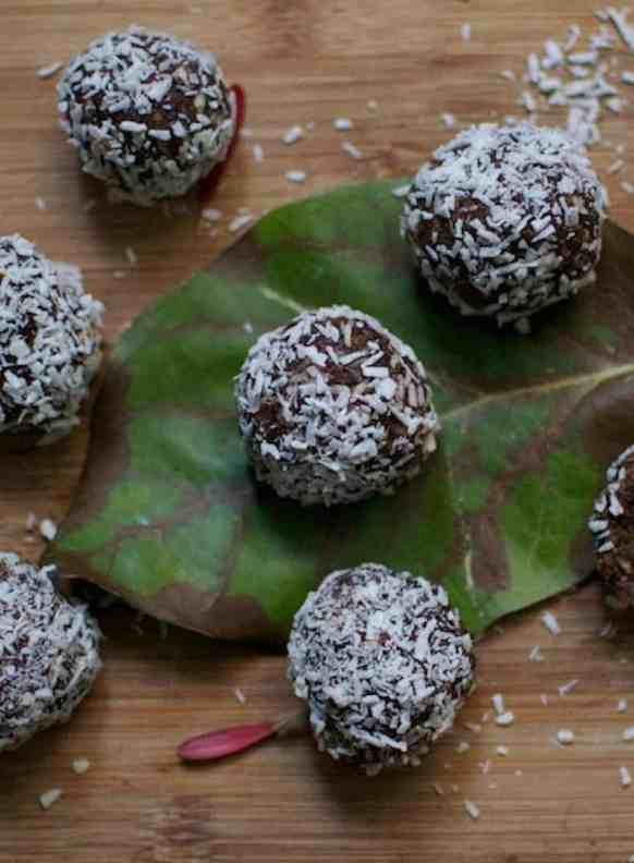 Vegan Chocolate Truffles for Christmas. maninio.com