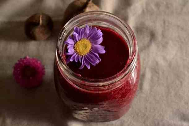 Beetroot Smoothie. 35+ Vegan Healthy Breakfast Ideas to Start your day. maninio.com