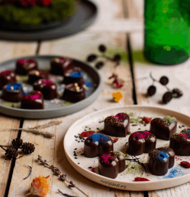 Raw Superfood Chocolate Candies. 15+ Sugar-Free & Vegan Desserts | Valentine's Day Recipes. maninio.com