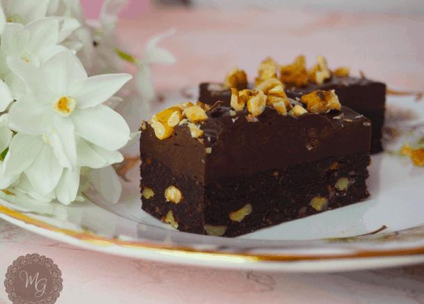 Καρυδάτα brownies χωρίς ψήσιμο.25+ Vegan Προτάσεις φαγητού για το Πάσχα.  maninio.com