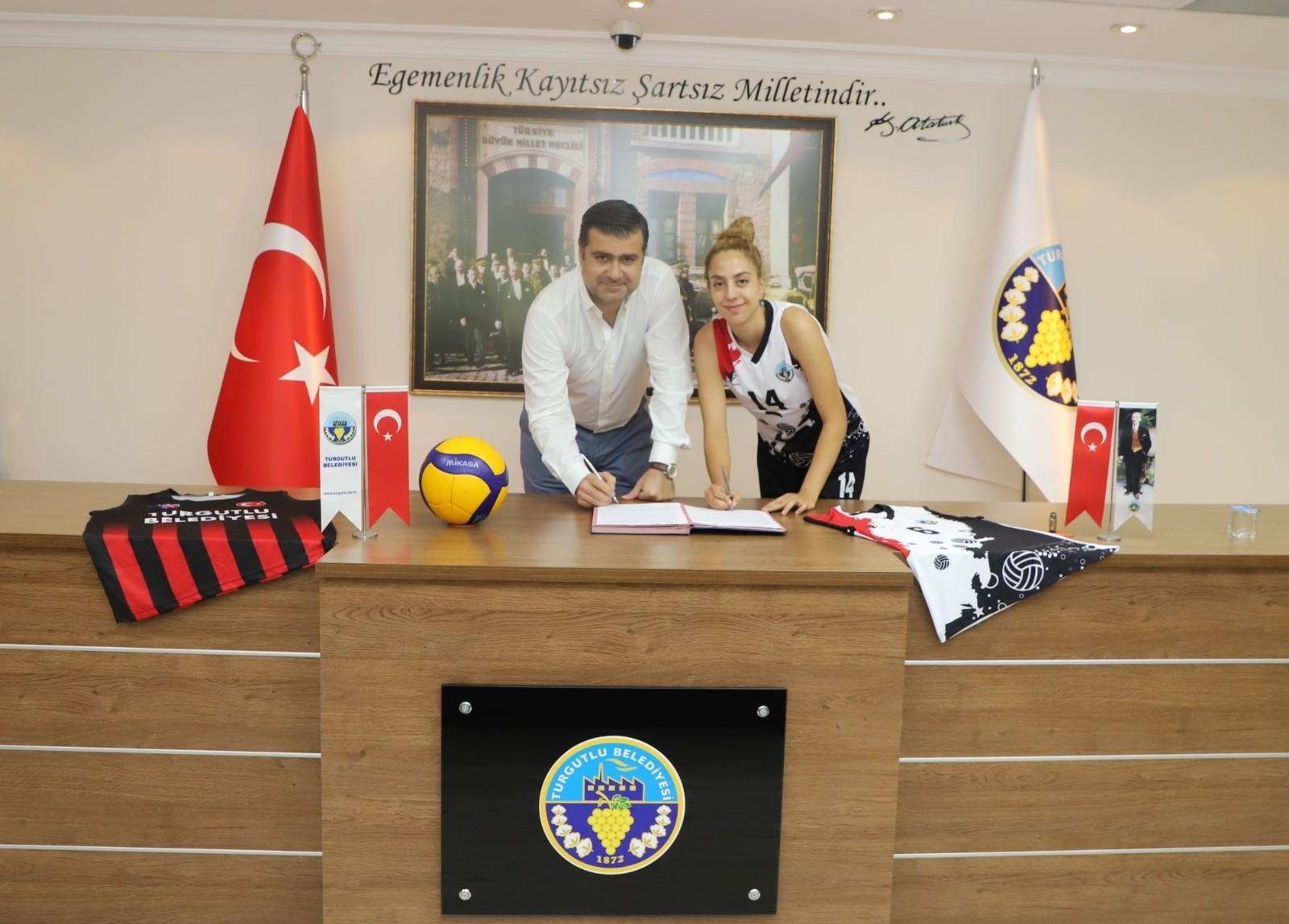 Turgutlu Belediyespor'da Belin Sude Karahan da imzaladı